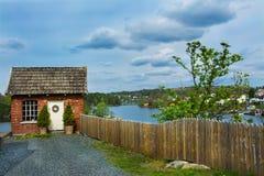 Härligt hus i mossa, Norge Sj? fotografering för bildbyråer