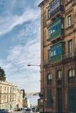Härligt hus med gamla balkonger arkivbild