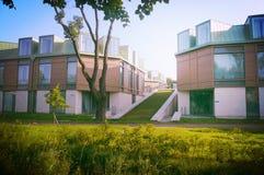 Härligt hus med glasväggar Arkivfoton