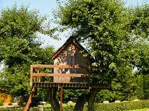Härligt idérikt trädhus arkivfoto