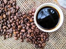 härligt Kaffe Bönor textur medf8ort espresso arkivbilder
