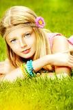 härligt klänningmode blommar för fredfjäder för grön hippie långt barn för kvinna för stil Royaltyfri Bild