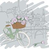Härligt kort med den nätta gröna cykeln och gula rosor på stadsbakgrund Royaltyfri Fotografi