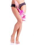 Härligt lägger benen på ryggen av kvinna efter brunnsort Fotografering för Bildbyråer