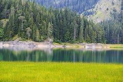 Härligt landskap av bergen och sjön Royaltyfria Foton