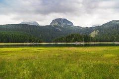 Härligt landskap av bergen och sjön Royaltyfri Foto