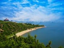 Härligt landskap av den avlägsna staden i Kina Arkivbild