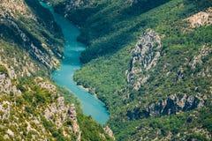 Härligt landskap av den Verdon klyftan och floden Le Verdon i s Arkivbilder