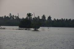 Härligt landskap av tillbaka vatten Arkivfoto
