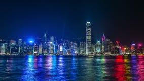 Härligt landskap för laser-nattshow av Hong Kong Victoria Harbor 4K TimeLapse - Augusti 2016, Hong Kong stock video