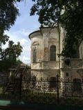 Härligt landskap med den forntida förstörda Ioana Bogoslova kyrkan i Nizhyn, Ukraina arkivfoto