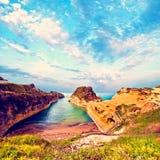 Härligt landskap med den populära kanalen för klippor av ` A för förälskelsekanal D Royaltyfri Bild