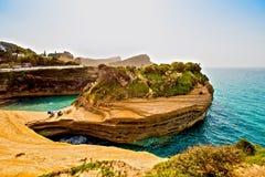 Härligt landskap med den populära kanalen för klippor av ` A för förälskelsekanal D Arkivbilder