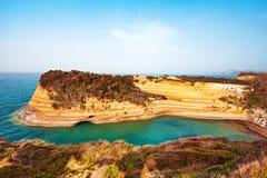 Härligt landskap med den populära kanalen för klippor av ` A för förälskelsekanal D Royaltyfria Foton