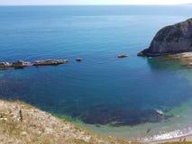 Härligt landskap med det blåa havet, på den Durdle dörren royaltyfria bilder