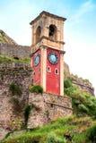 Härligt landskap med ett klocka- och klockatorn i den gamla fortren royaltyfria bilder