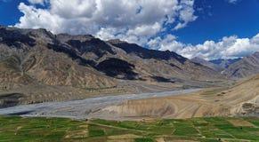 Härligt landskap med färgrik bakgrund Arkivfoton