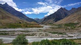 Härligt landskap med färgrik bakgrund arkivbilder
