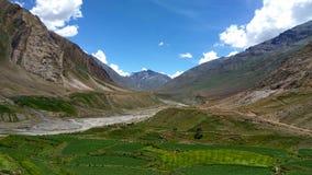 Härligt landskap med färgrik bakgrund royaltyfria foton