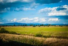 Härligt landskap med moln Arkivfoton