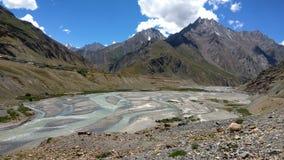 Härligt landskap med River Valley royaltyfria foton