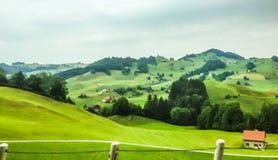 Härligt landskap på drevväg längs gränsen av Schweiz och Lichtenstein, Vaduz, Lichtenstein Royaltyfri Fotografi