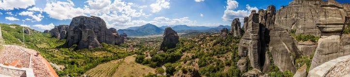 Härligt landskap på kanten av klipporna av dalen Arkivbild