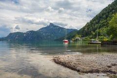 Härligt landskap, sikt under den Drachenwand ferrataen, Österrike, Europa royaltyfri bild