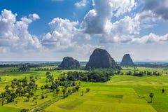 Härligt lantligt landskap nära Hpa-an royaltyfri bild