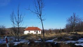 Härligt litet hus i Europa royaltyfri fotografi