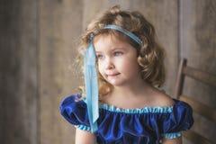 härligt lockigt flickahår little royaltyfri foto