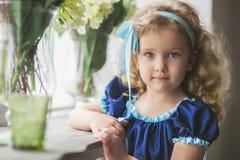härligt lockigt flickahår little royaltyfri fotografi