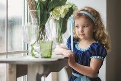 härligt lockigt flickahår little fotografering för bildbyråer