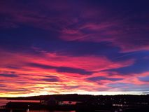 Härligt lugna för magisk himmelsjösida Arkivbild