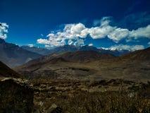 H?rligt lugna landskap av denHimalayan regionen av Nepal royaltyfri fotografi