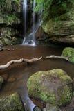 Härligt lugna vattenfalllandskap på Roughting Linn i Northumb Royaltyfri Bild