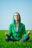härligt meditationkvinnabarn Royaltyfria Bilder