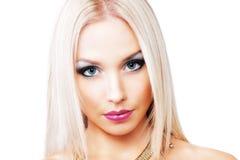Härligt modellera med långt blont hår Arkivbilder