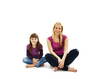 Härligt moder- och dottersammanträde på golvet Arkivbild