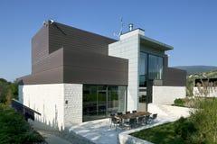 Härligt modernt hus Arkivfoto