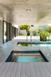 Härligt modernt hus i cement Arkivbild