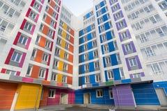 Härligt modernt hus med färgrika fasader Royaltyfri Fotografi