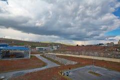 Härligt moln på en fabrik Arkivfoto