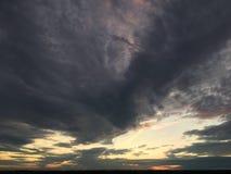 Härligt molnbildande på solnedgången fotografering för bildbyråer