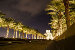 Härligt museum av islamisk konst i Doha, Qatar på natten Arkivfoton