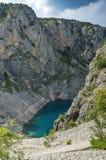 Härligt natur- och landskapfoto av blå sjöImotski Kroatien arkivfoton
