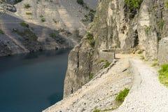 Härligt natur- och landskapfoto av blå sjöImotski Kroatien arkivfoto