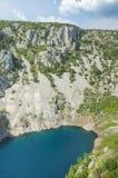 Härligt natur- och landskapfoto av blå sjöImotski Kroatien Royaltyfri Foto