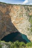 Härligt natur- och landskapfoto av röd sjöImotski Kroatien Arkivbild
