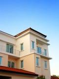 härligt nytt bungalowhus Arkivbilder